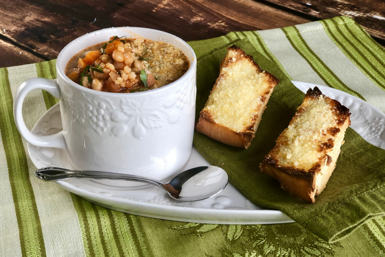 Are you a Minestrone soup fan?  It's dang hard to beat a good pot of this hearty Italian vegetable/pasta soup.