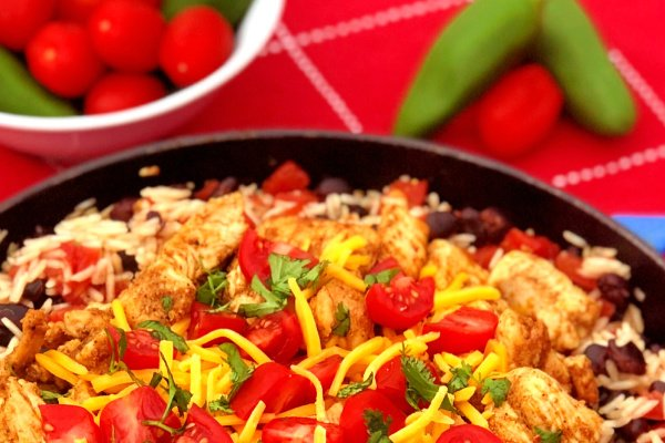 Ready for a fiesta in your mouth? This Chunky Chicken Burrito Skillet Meal brings it! Tender chunks of spiced chicken combined with saucy rice and black beans make up this quick skillet meal. Just add your favorite cheese and toppings to customize. #SkilletMeal #SpeedyMeal #Mexican #burrito #chicken